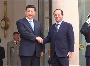 Chinese President Xi Jinping (R) shakes hands with French President Francois Hollande.
