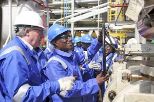The former Ghana president John Atta Mills turns the valve to flag off first oil production at the FPSO Kwame Nkrumah oil rig. Pius Utomi Ekpei / AFP