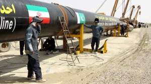 Iranians work on a section of a pipeline linking Iran and Pakistan after the project was launched during a ceremony in the Iranian border city of Chah Bahar on March 11, 2013 (AFP Photo / Atta Kenare).