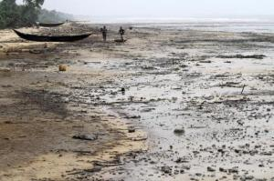 A view of the shore of the Atlantic ocean at Orobiri village,days after Royal Dutch Shell's Bonga off-shore oil spill, in Nigeria's Delta State December 31, 2011. Credit: Reuters/Akintunde Akinleye.