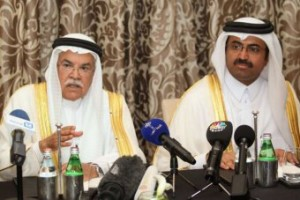 Saudi Arabia's Oil Minister Ali al-Naimi (L) and Qatar's Energy Minister Mohammad bin Saleh al-Sada following their meeting in Doha. (Reuters: Naseem Zeitoon)